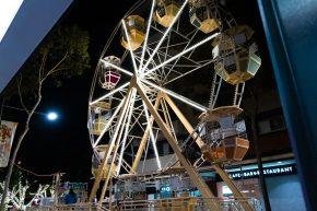 Hollywood spin Ferris wheel